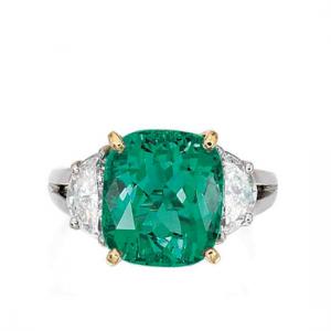 Кольцо с изумрудом кушон 6 карат и бриллиантами полумесяцами