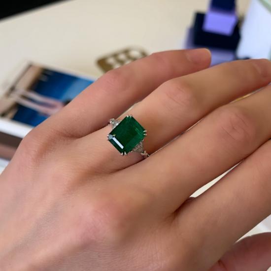 Классическое кольцо с изумрудом 3.31 карата и бриллиантами триллионами,  Больше Изображение 2