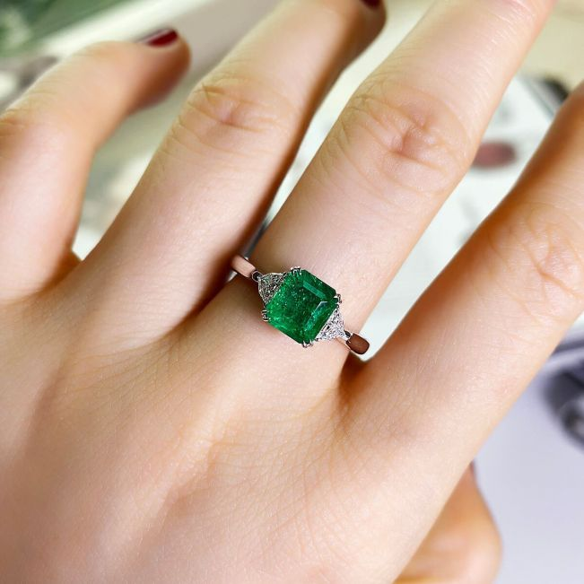 Классическое кольцо с изумрудом 3 карата и бриллиантами - Фото 3