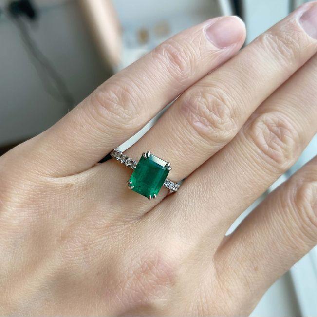 Кольцо с изумрудом 2.67 кт и паве из бриллиантов - Фото 3