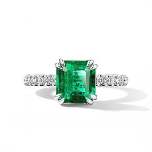 Кольцо с квадратным изумрудом 0.70 кт и паве из бриллиантов