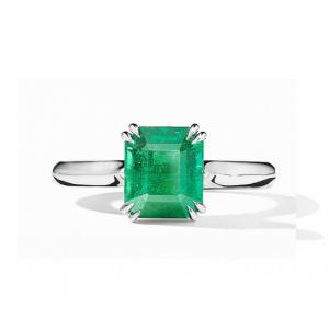 Минималистичное классическое кольцо с изумрудом