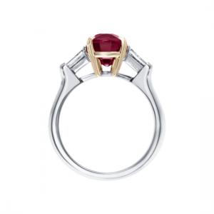 Классическое кольцо с рубином 3 карата и бриллиантами