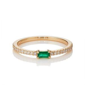 Тонкое кольцо с горизонтальным изумрудом