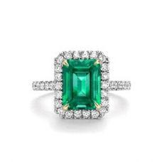 Кольцо с прямоугольным изумрудом и бриллиантами