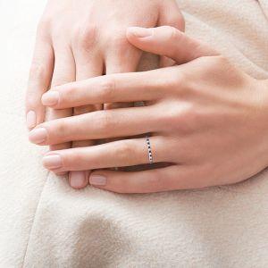 Кольцо дорожка с белыми и черными бриллиантами - Фото 1