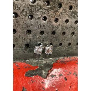 Классические пусеты с круглыми бриллиантами