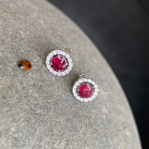 Серьги пусеты с рубином и бриллиантами