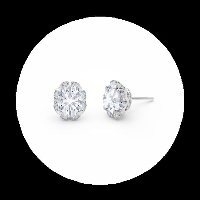Серьги пусеты с овальными белыми бриллиантами в ореоле