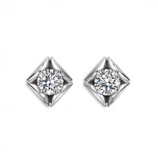 Серьги пусеты с круглыми бриллиантами в ромбах