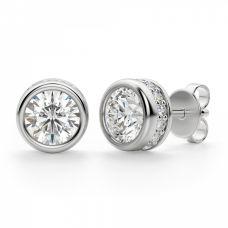 Серьги пусеты с круглыми бриллиантами в ореоле по бокам