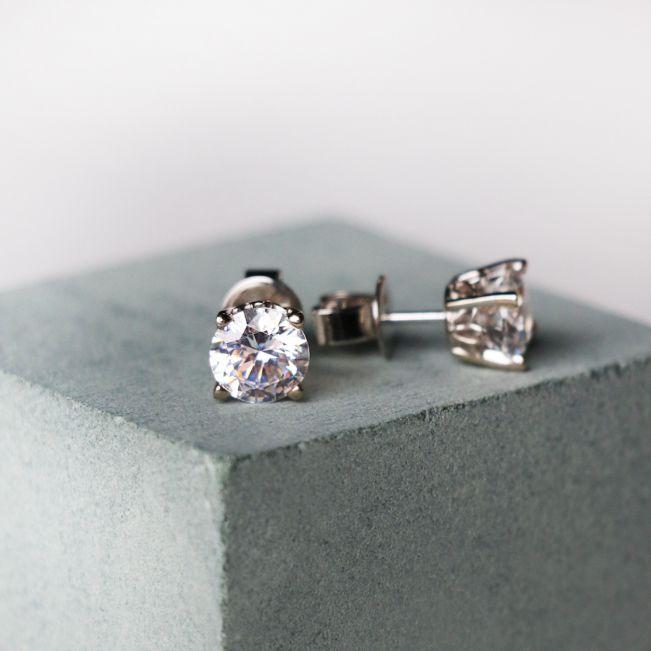 Серьги пусеты с круглыми бриллиантами