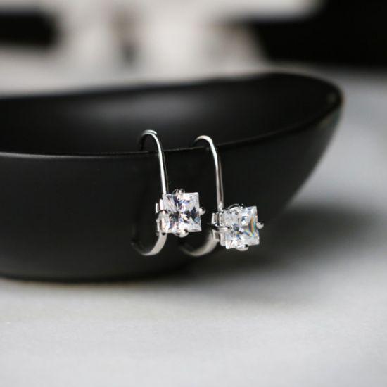 Серьги на петле с бриллиантами Принцесса,  Больше Изображение 4