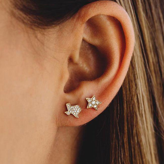 Маленькие серьги пусеты со Звездами с бриллиантами из желтого золота - Фото 1