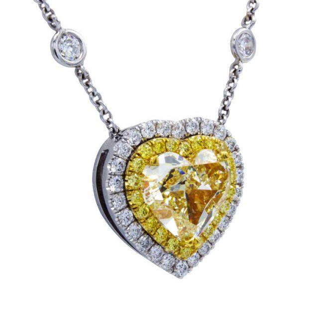 Колье с бриллиантом огранки сердце