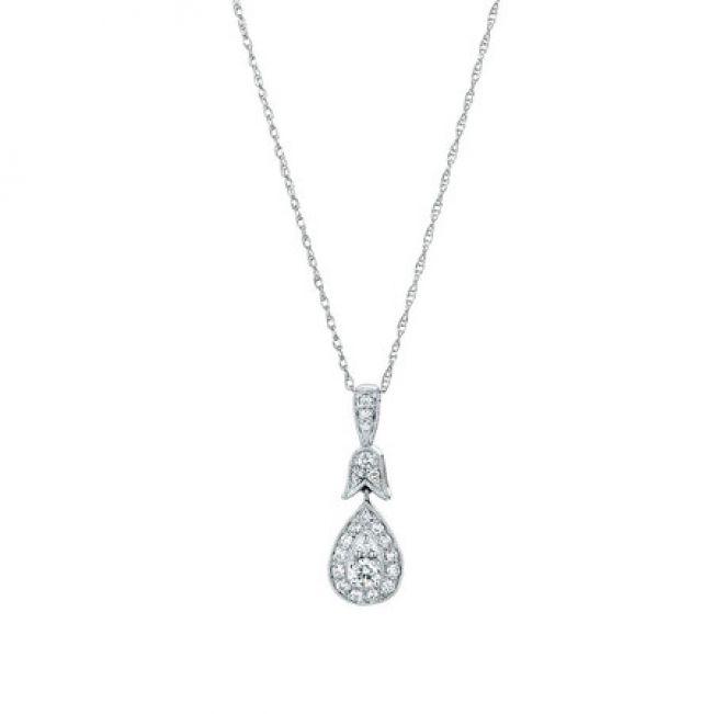 Украшение на шею кулон с белыми бриллиантами