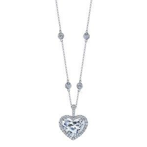 Украшение на шею с бриллиантом в форме сердца в ореоле