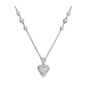 Колье на цепочке с бриллиантами сердечко
