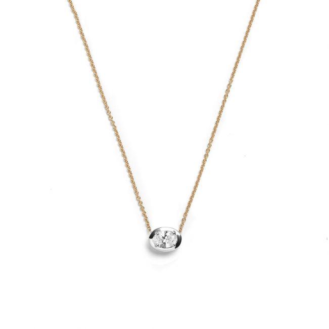 Кулон с бриллиантом овальной формы