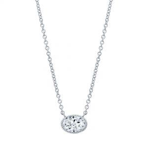 Кулон с овальным бриллиантом в ореоле