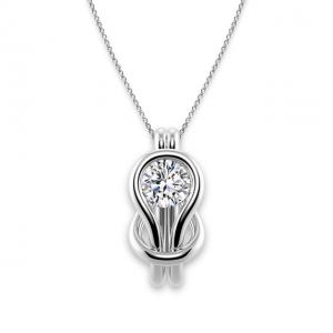 Кулон с белым бриллиантом в узле
