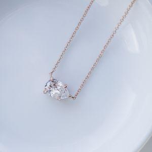 Кулон из розового золота с бриллиантом капля