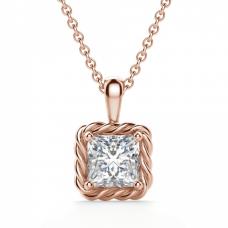 Кулон с бриллиантом принцесса