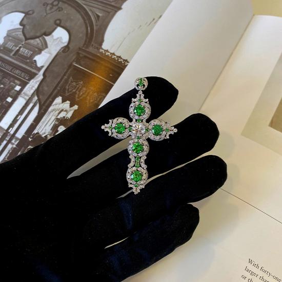 Крестик с бриллиантами и цаворитами в винтажном стиле,  Больше Изображение 3